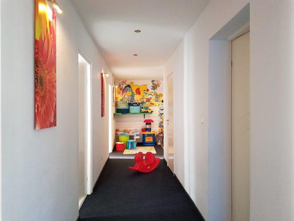 kąciki zabaw na każdym z pięter